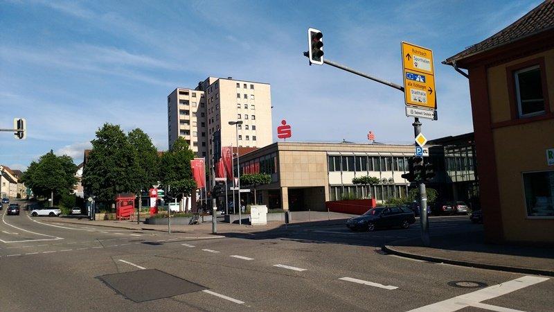 Frau in Sinsheim angefahren und schwer verletzt - Fahrer flüchtet